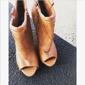 Shoes - ✨Brown Booties✨